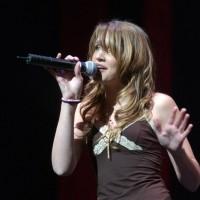 Jillian sings